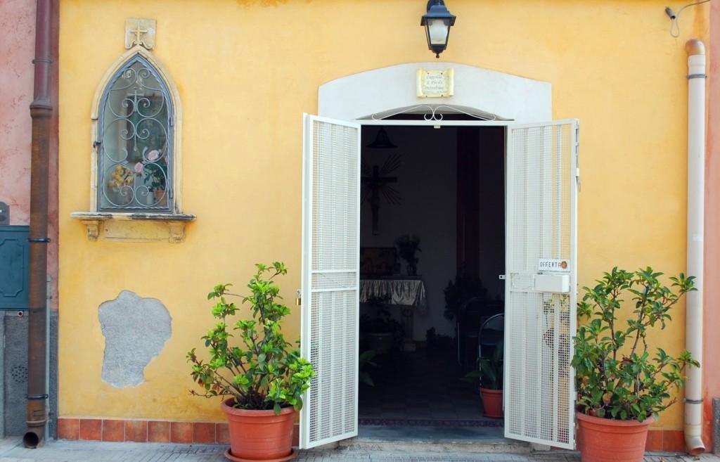 Aci Castello, a little church