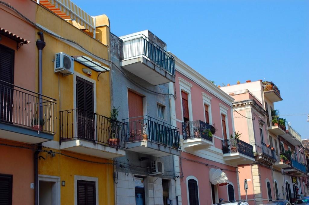 Aci Castello, houses